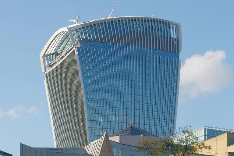 L'étrange building en forme de talkie-walkie à Londres
