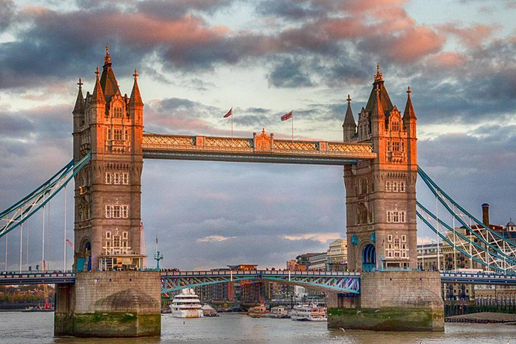 tower bridge londres sunset