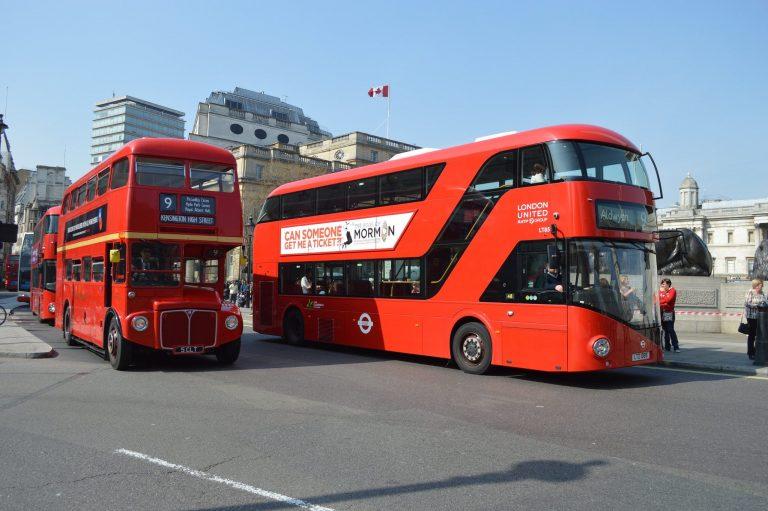 Pourquoi les bus de Londres sont rouges ?