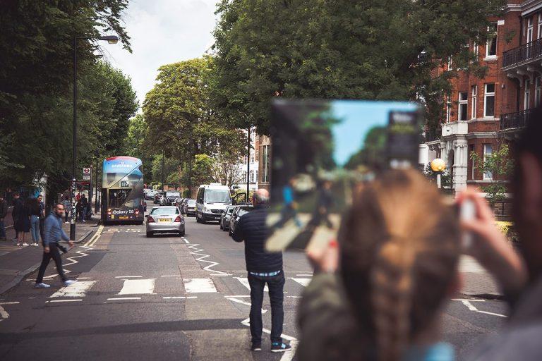 Où refaire la photo des Beatles traversant un passage piéton à Londres ?