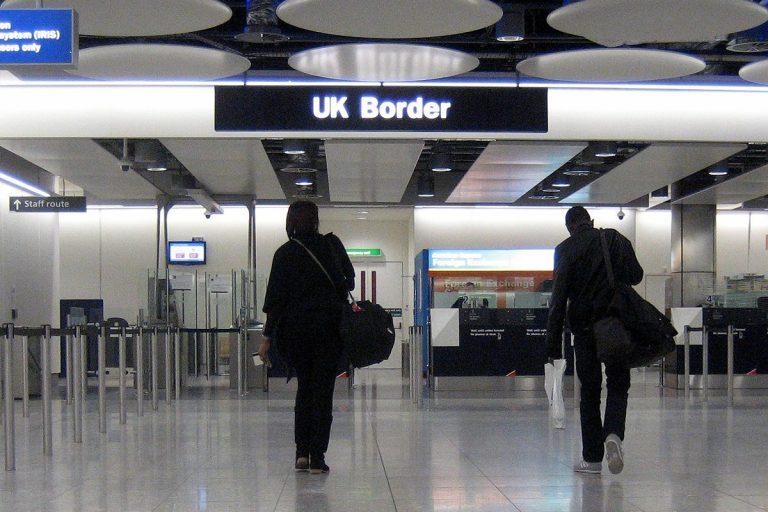 Le Royaume-Uni impose une quarantaine aux voyageurs internationaux