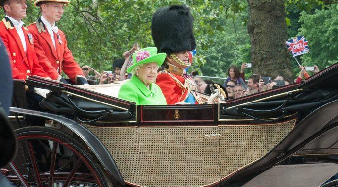 défilé anniversaire reine londres carrosse